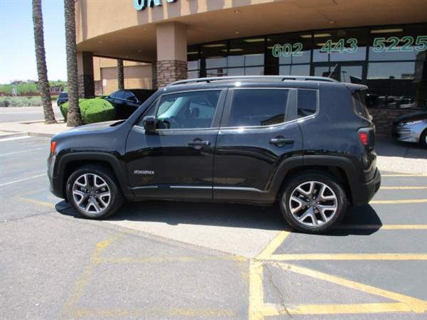 Pre-Owned 2017 JEEP RENEGADE 4DSW